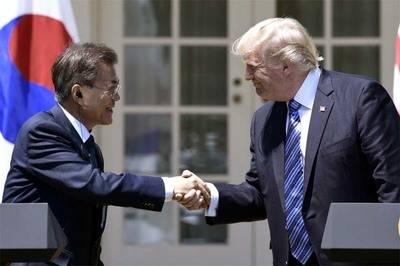 El presidente surcoreano Moon Jae-In y su homólogo estadounidense, Donald Trump.