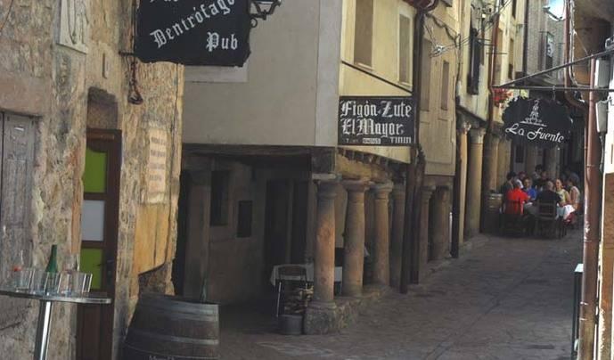 Comer el típico cordero asado en Sepúlveda (Segovia)