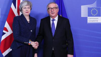 Theresa May y el presidente de la Comisión Europea, Jean-Claude Juncker.