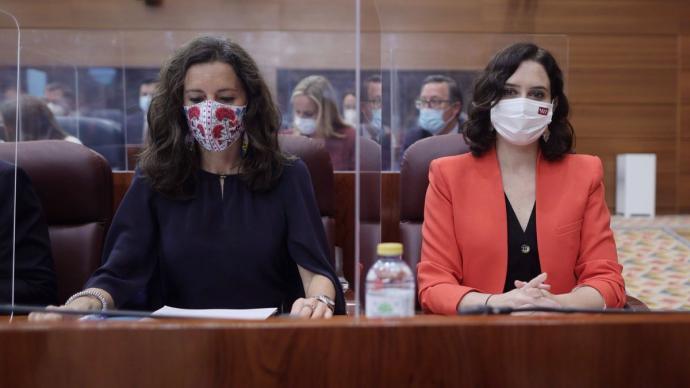 La presidenta de la Comunidad de Madrid, Isabel Díaz Ayuso, y la nueva presidenta de la Asamblea de Madrid, María Eugenia Carballedo.Europa Press