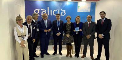 El Consejero de Turismo de Galicia, Román Rodríguez, y la Directora de Turismo de la Xunta, Nava Castro, cumplimentaron a Mirones, junto con una representación de empresarios del sector