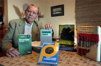 José Antonio Sierra, con diccionarios de las lenguas cooficiales y la Constitución Española, que establece su protección en el artículo 3.3. ARCINIEGA