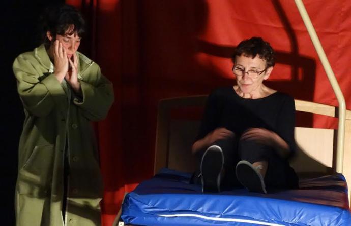 La Pepa Producciones presenta la obra 'la lengua materna' en la cochera cabaret Málaga