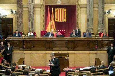 El Tribunal Constitucional suspende la ley que regula el referéndum