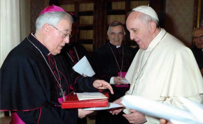 Reig Pla entregó al Papa Francisco un dossier con información sobre las terapias homófobas que se llevaban a cabo en Alcalá. L'OSSERVATORE ROMANO