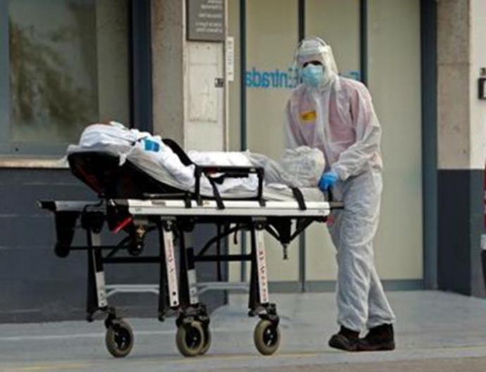 La cifra diaria de fallecidos desciende hasta los 683 pero España supera los 15.000 muertos con coronavirus