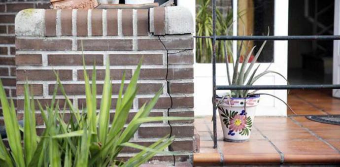 Grieta en una de las casas de San Fernando.