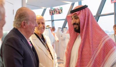 Juan Carlos I con el príncipe heredero saudí, Mohamed Bin Salmán, en el premio de Fórmula 1 de Abu Dhabi.
