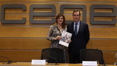 El presidente de CEOE, Antonio Garamendi, y la presidenta de la Comisión de Igualdad y Diversidad, Val Díez. JESÚS UMBRÍA/CEOE