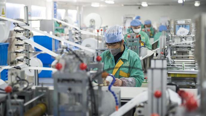 Imagen de una fábrica de mascarillas de Shanghái. ZIGOR ALDAMA