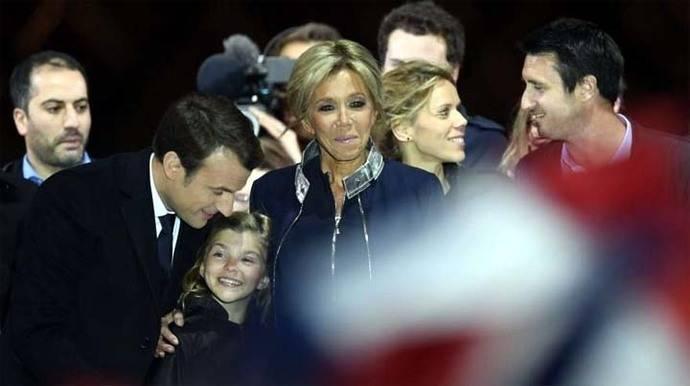Macron: Así celebró el triunfo su esposa Brigitte