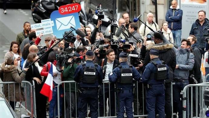 Una marcha de un millar de manifestantes protesta en el centro de París contra la elección de Macron