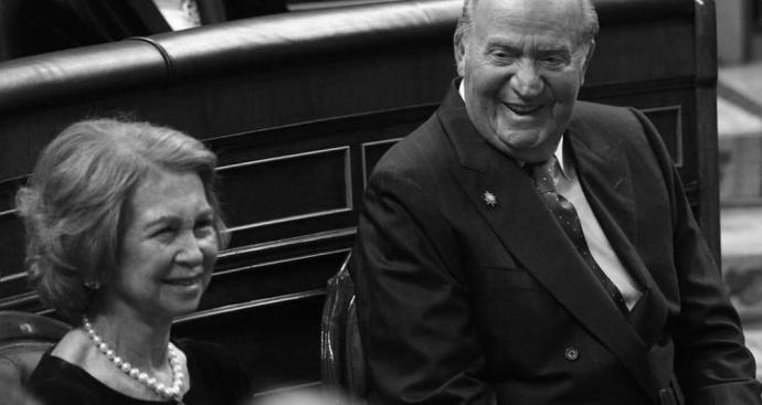 Cuentas en Suiza, donaciones millonarias y tarjetas opacas: 300.000 euros de sueldo no fue suficiente para los anteriores reyes