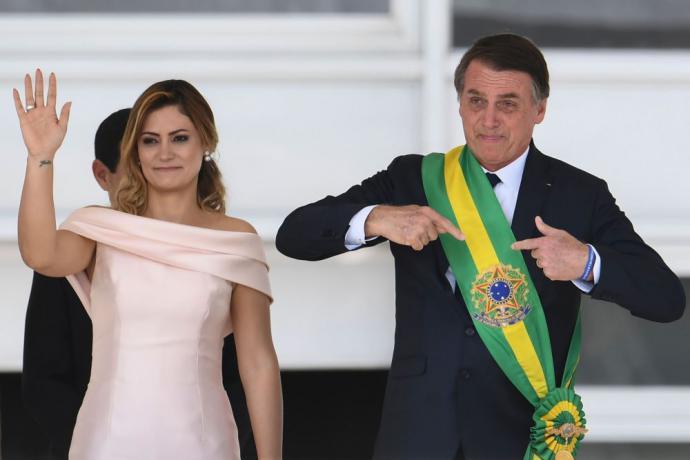 Jair Bolsonaro junto a su esposa Michelle el 1 de enero de este año, día en el que asumió el poder en Brasil.