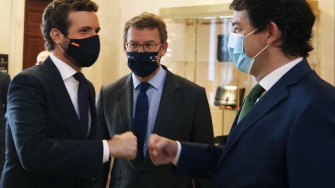 Pablo Casado, Alberto Núñez Feijóo y Alfonso Fernández Mañueco.EFE/Javier Lizón