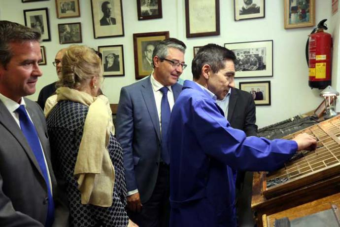 La antigua imprenta Sur de la Diputación de Málaga resurge con los versos de Manuel Alcántara