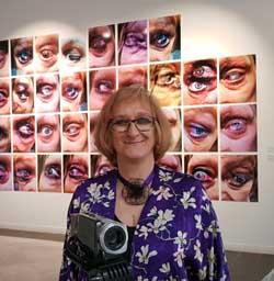 """Rosa Gallego expone """"Miradas con huella"""", arte visual en prevención y contra la violencia de género en la Casa de Vacas del parque del Retiro en Madrid"""