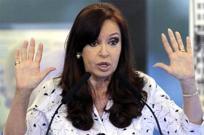 Cristina Fernández, elegida como senadora, se presentó ante un tribunal en Buenos Aires.