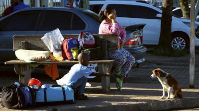 Más de 100 venezolanos abandonan Brasil tras linchamiento de inmigrante