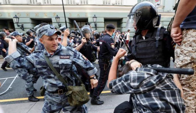 Rusia: Detienen a más de 800 manifestantes en protestas contra reforma de pensiones