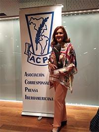 """Patricia Larrea, escultora ecuatoriana, exposición itinerante y autora de la escultura """"Vuelo a Iberoamérica"""""""