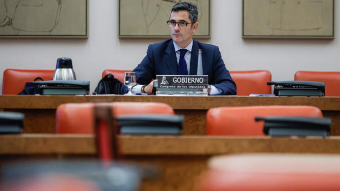 El ministro de la Presidencia, Relaciones con las Cortes y Memoria Democrática, Félix Bolaños, durante su comparecencia. EFE/Emilio Naranjo