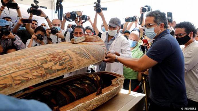 22 momias de reyes y reinas fueron llevadas en carrozas doradas