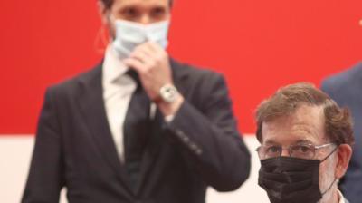 Pablo Casado tras Mariano Rajoy durante un acto público