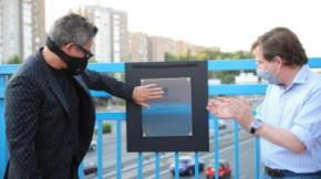 Alejandro Sanz inaugura junto al alcalde de Madrid una placa homenaje que bautiza un puente de la M-30 como Puente del Corazón Partío.TW José Luis Martínez Almeida