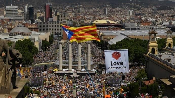 Gran concentración independentista para apoyar el referéndum en Cataluña
