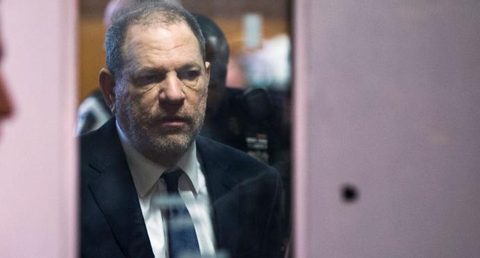 El productor de Hollywood Harvey Weinstein fue sentenciado a 23 años de cárcel por agresión sexual y violación.