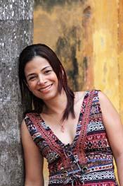 """Elena Maldonado, escritora colombiana, autora del libro de relatos """"Aquellas mujeres en miniatura"""" presentado en el Archivo Histórico Nacional"""