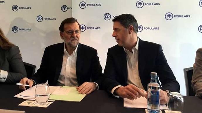 El presidente del Gobierno, Mariano Rajoy, junto al presidente del PP catalán, Xavier García Albiol, en el congreso de PPC.