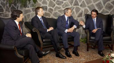 Aznar junto a Barroso, Blair y Bush en la cumbre de las Azores en 2003.Fuerza Aérea de EEUU