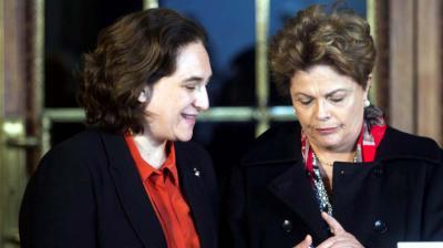 Dilma Rousseff (d) junto Ada Colau alcadesa de Barcelona