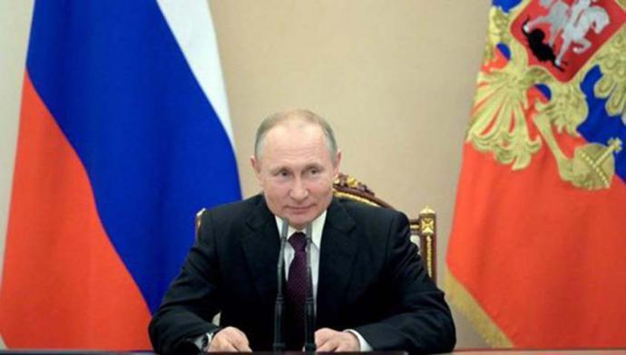El presidente deRusia,Vladimir Putin, informó este martes que su país desarrolló y registró la primera vacuna contra elcoronavirus