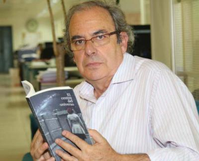 """Juan Carlos Arnuncio: """"Textos críticos"""" libro publicado por Ediciones Asimétricas"""