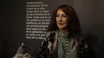 Cristina Santander, artista visual argentina, maestra del grabado y el color con guiños al arte español
