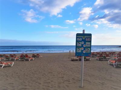 Una playa vacía en las islas Canarias.