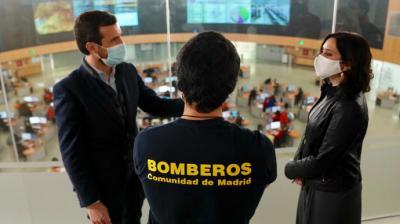Casado y Ayuso, este martes, en el centro de emergencias de la Comunidad de Madrid.David Mudarra / PP