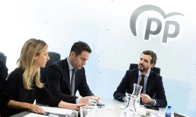 alvarez de Toledo, Egea y Casado en una reunión en la sede del PP