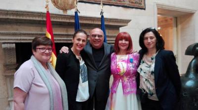 La periodista de Karmen Garrido recibe la insignia de Chevalier de la Orden Nacional francesa