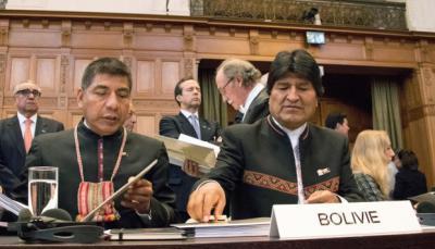 Evo Morales (d) presidente de Bolivia