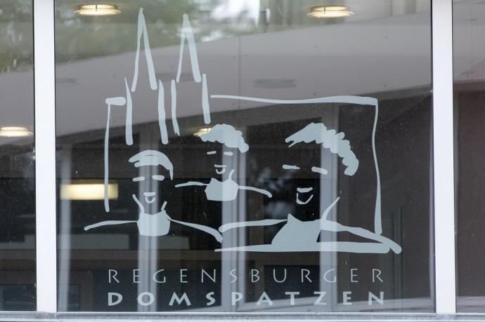 Logo del coro de niños de Regensburger Domspatzen.