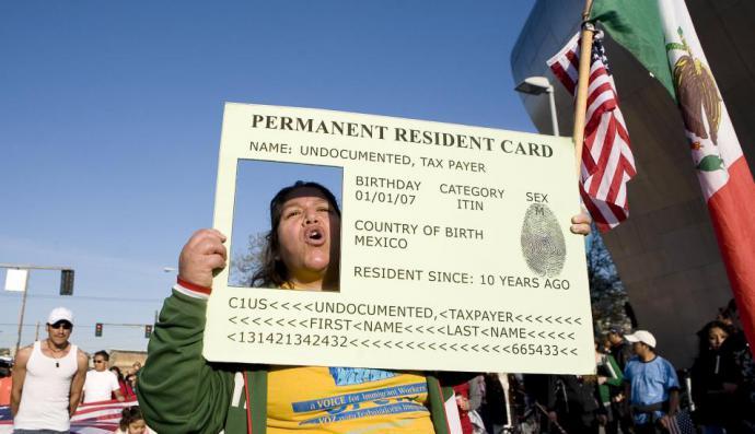 Estados Unidos negará la residencia a migrantes legales con bajos ingresos