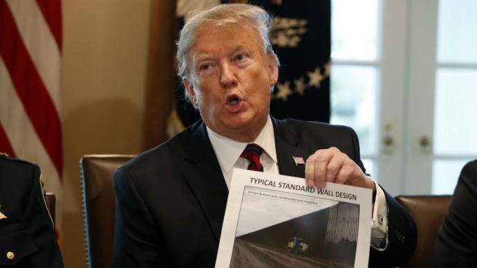Trump critica la investigación del FBI sobre si él trabajó para los rusos