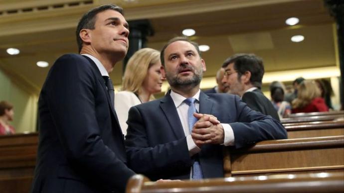 Pedro Sánchez y José Luis Ábalos en el Congreso.Imagen de archivo.