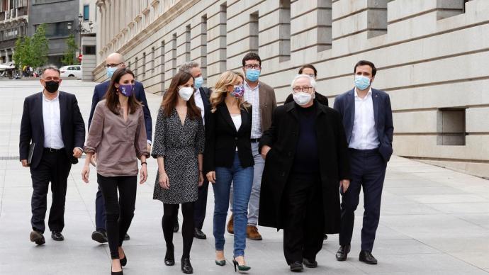 Los ministros de Unidas Podemos (de izquierda a derecha, Irene Montero, Ione Belarra, Yolanda Díaz, Manuel Castells y Alberto Garzón) el pasado mes de mayo.EFE / Zipi