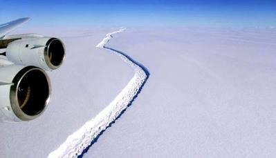 Un iceberg de 5.800 Km cuadrados avanza por la Antártida