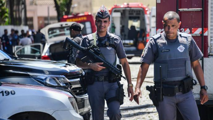 Dos atacantes matan a 10 personas en colegio de Sao Paulo y se suicidan